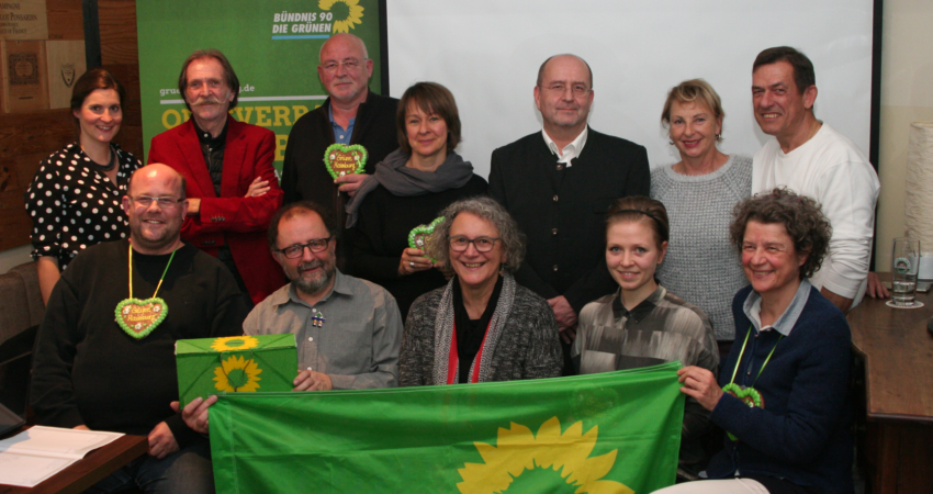 Anwesende Kandidaten der Grünen Liste Mainburg mit OV-Sprecherin Olivia Kreyling