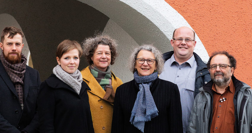 GRÜNE Spitzenkandidaten für den Mainburger Stadtrat: Daniel Trojer, Sarah Beck-Trojer, Dr. Edda Gehrlein-Zierer, Dr. Erika Riedmeier-Fischer, Jürko Rykena, Gerd Kern (v. l., © by Yuki Broekers)